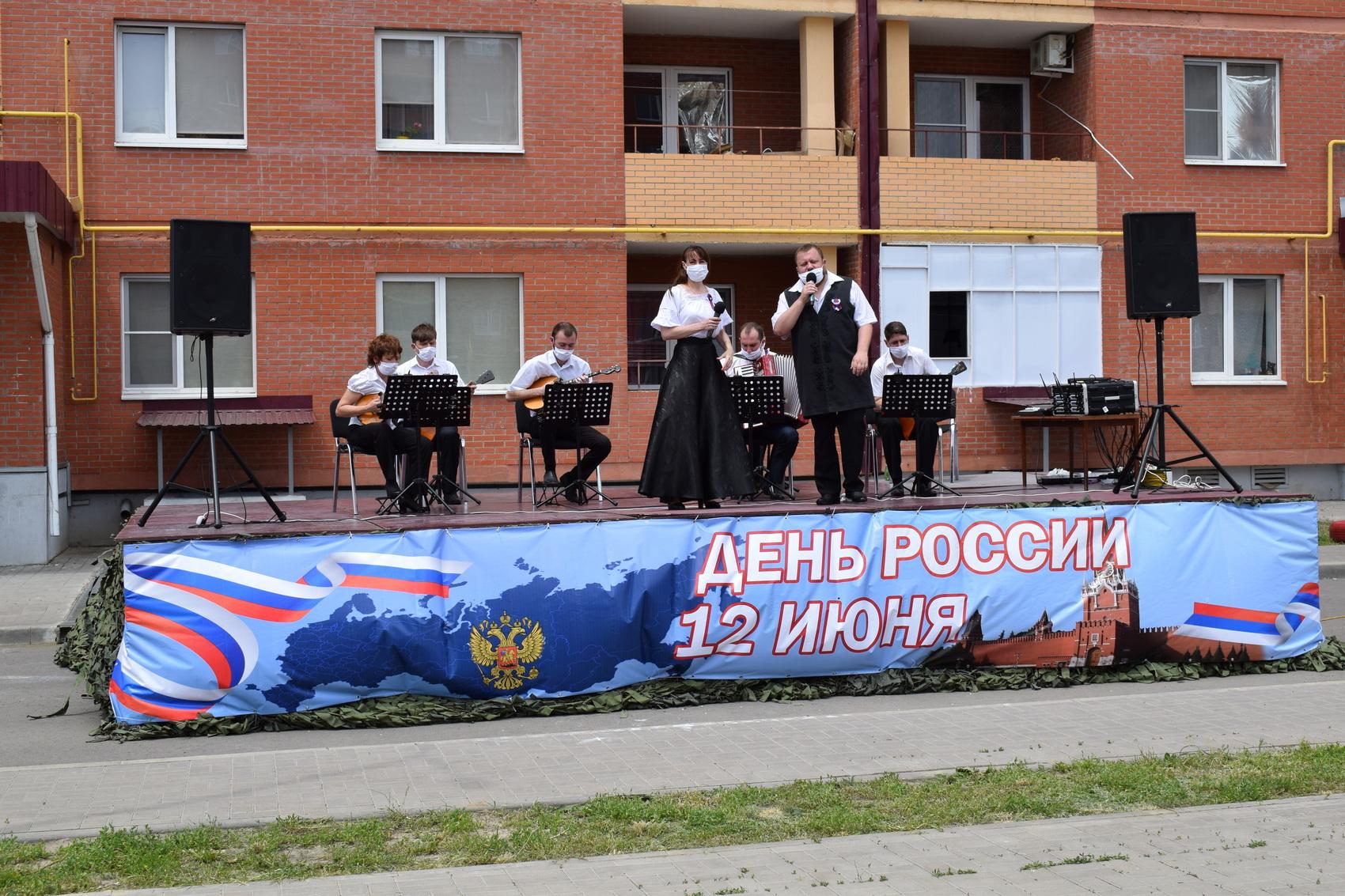 Ансамбль «Донские узоры» принял участие во Всероссийской акции «Концертыводворах#МЫРОССИЯ»