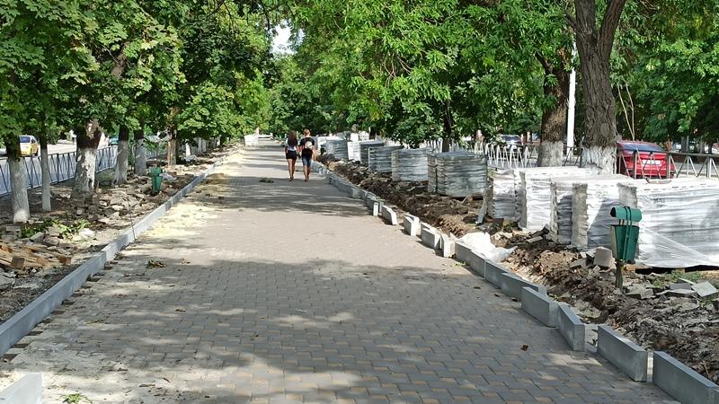 Тротуарную плитку демонтированную с проспекта Баклановского будут использовать повторно