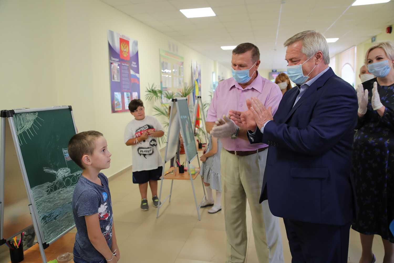 Глава региона посетил школьный лагерь