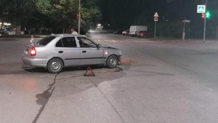 Четыре человека пострадали в результате столкновения двух легковушек в Новочеркасске