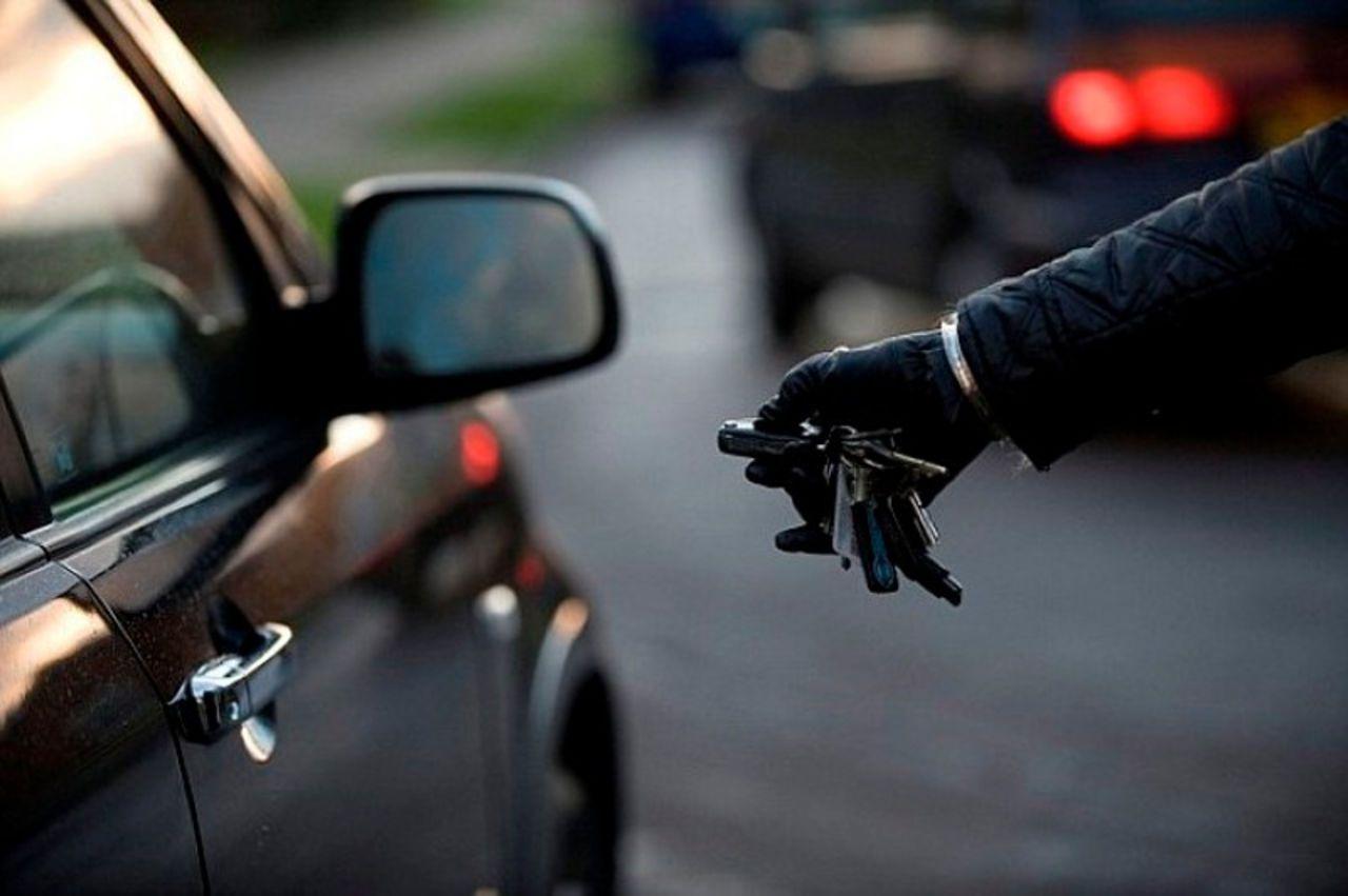 В Новочеркасске сегодня угнали автомобиль