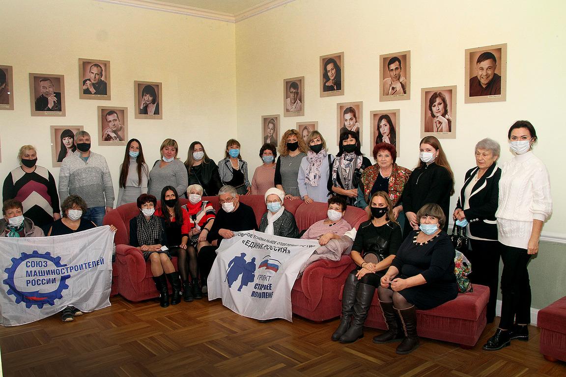 Ветеранам производства Дона организовали посещение театра им. В.Ф. Комиссаржевской