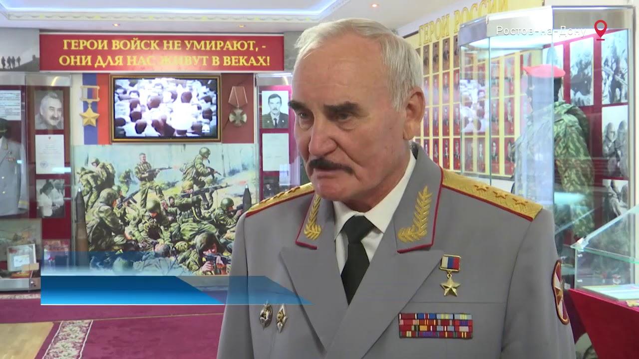 Герой России Михаил Иванович Лабунец принимает поздравления с Днем героев Отечества