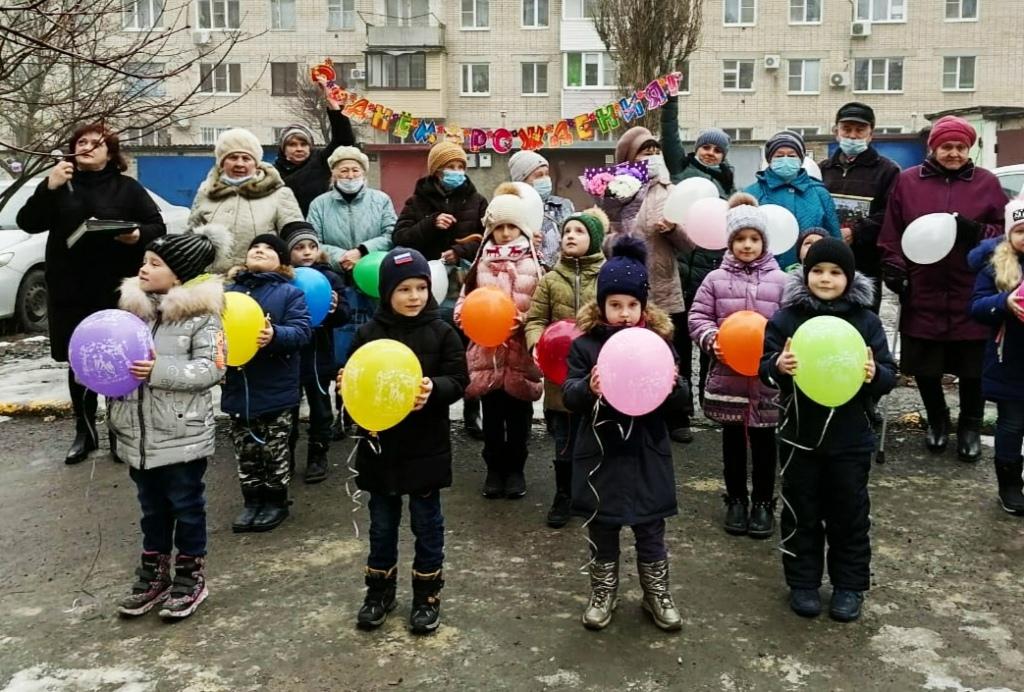 Галину Витальевну Рогову с 95-летием поздравили детсадовцы и ветераны