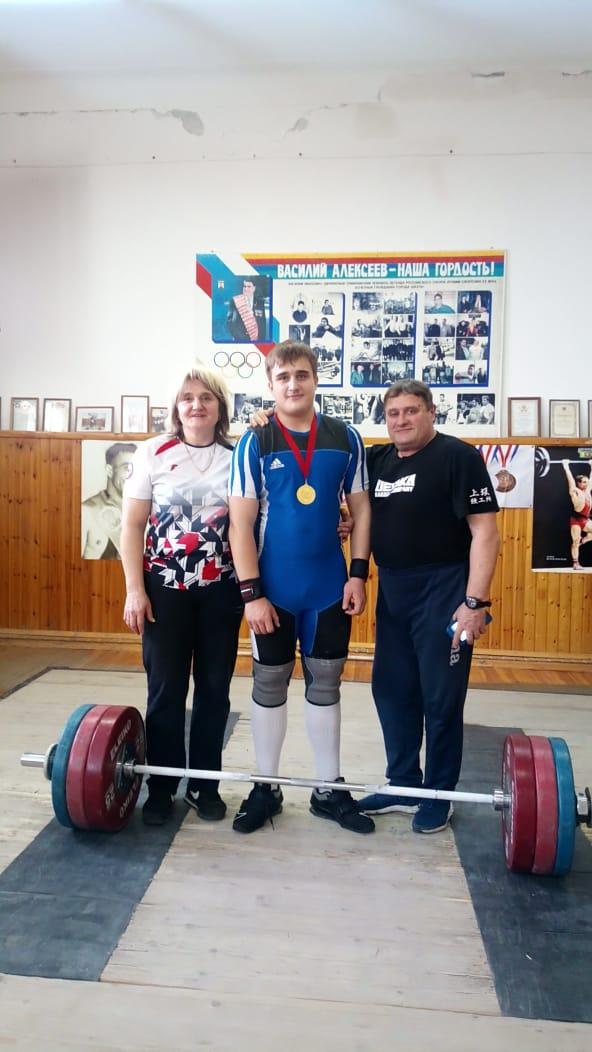 Новочеркасские штангисты с успехом выступили на областном турнире