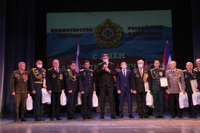 Новочеркасских защитников Отечества поздравили с 23 февраля