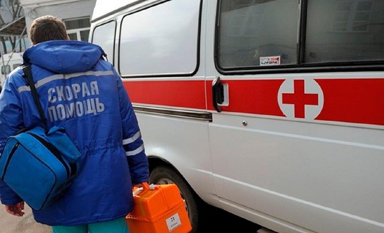 В Новочеркасске от отравления неизвестным веществом погибла женщина, двое мужчин серьезно пострадали