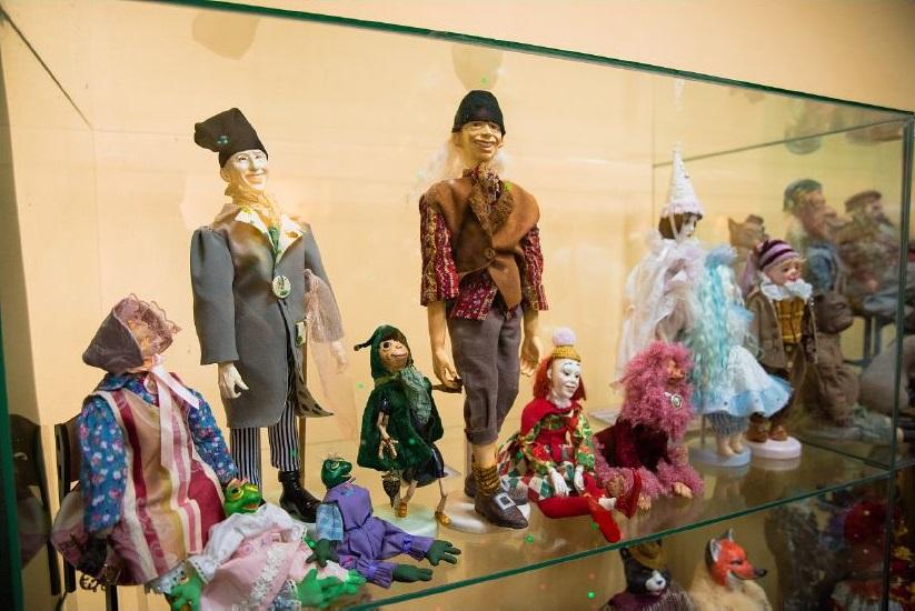 Уникальная новочеркасская выставка «Золотые сказки кукол» приглашает своих гостей