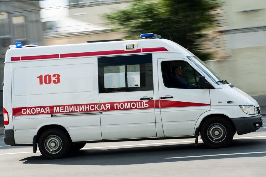 Под колеса автомобиля в Новочеркасске попала девушка