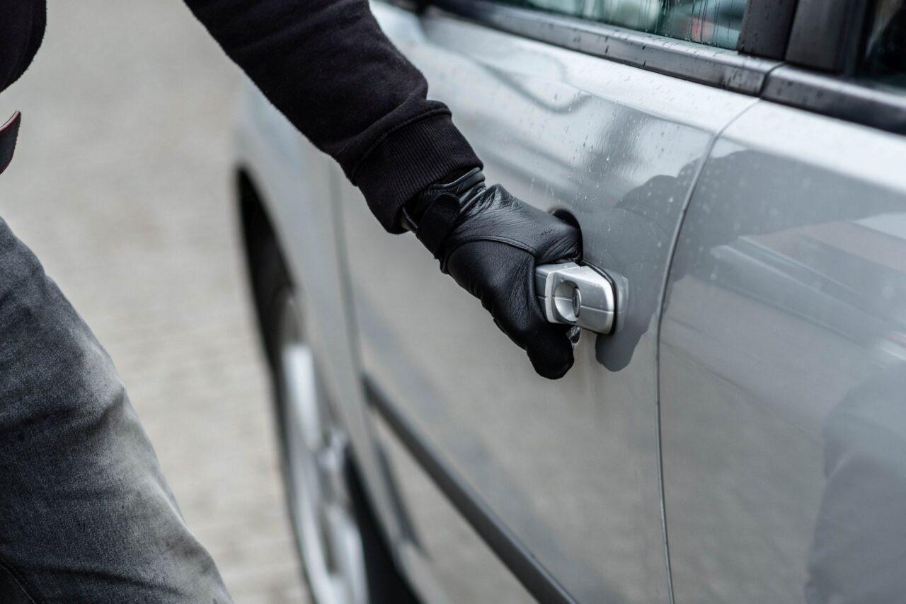 Житель Новочеркасска угнал чужой автомобиль и поехал кататься в Ростов
