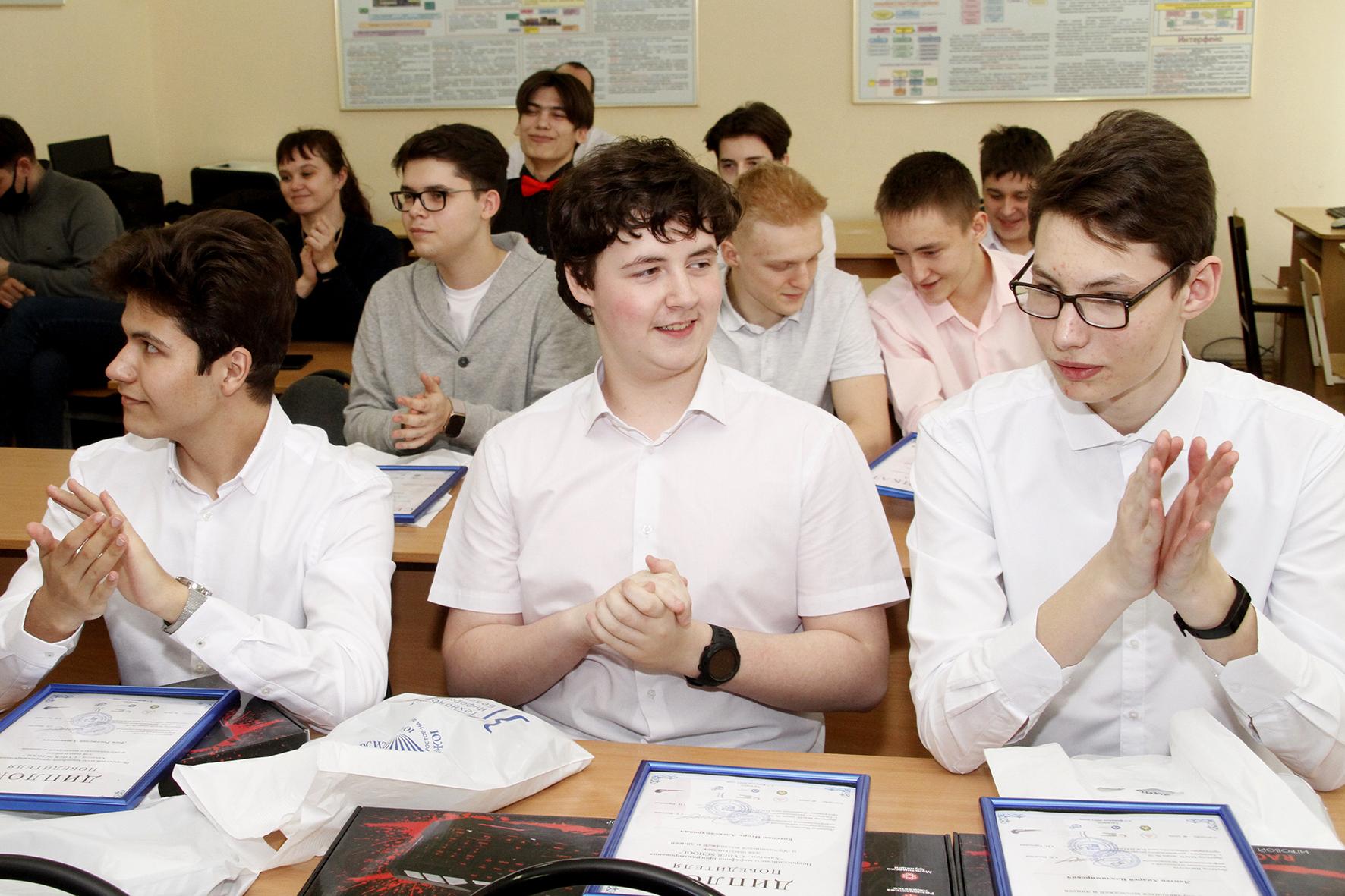 В лицее № 7 Новочеркасска чествовали победителей первого школьного хакатона