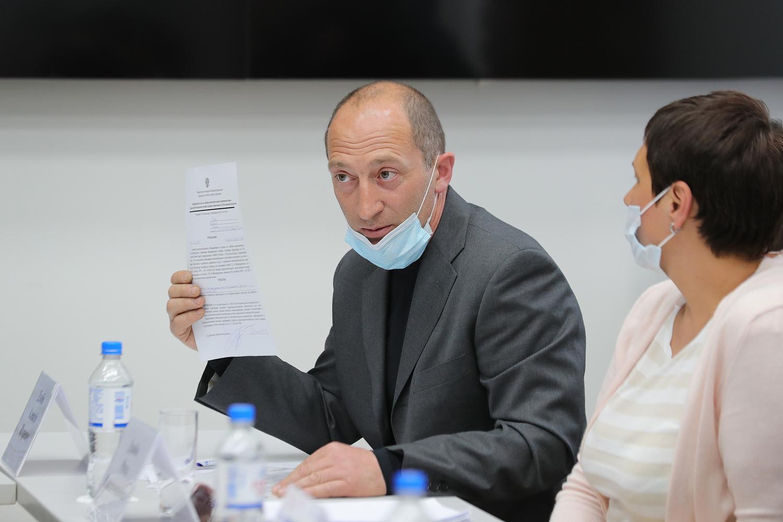 Донской губернатор обсудил с предпринимателями аксайских рынков вопросы возобновления деятельности