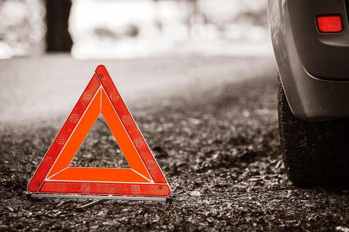 В Новочеркасске легковушка протаранила автобус и скрылась с места ДТП