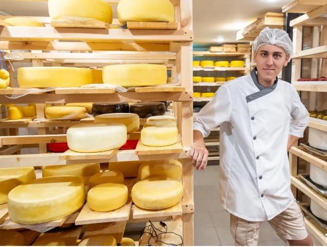 От домашней кастрюли до настоящего цеха. Как студент из Новочеркасска создал собственную сыроварню
