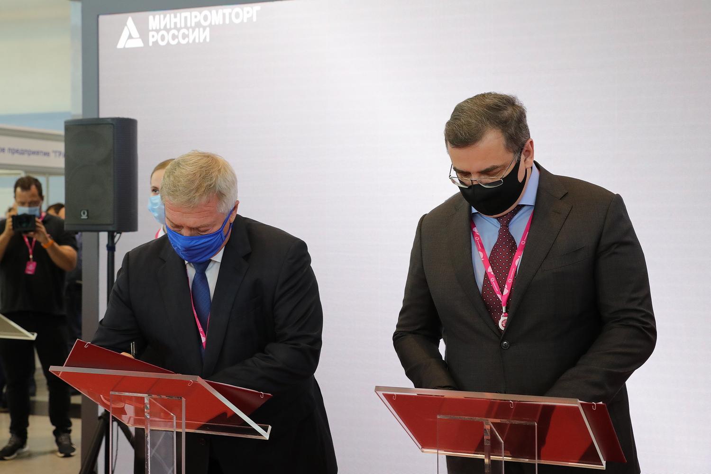"""Донское правительство и """"Ростсельмаш"""" подписали соглашение о взаимодействии при строительстве тракторного завода"""