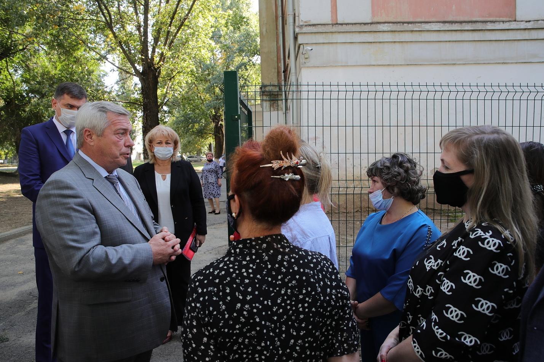 Школу №9 ждет капитальный ремонт. Итоги визита Василия Голубева в Новочеркасск