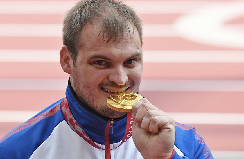 Владимир Путин вручил паралимпийцу из Новочеркасска Орден Дружбы