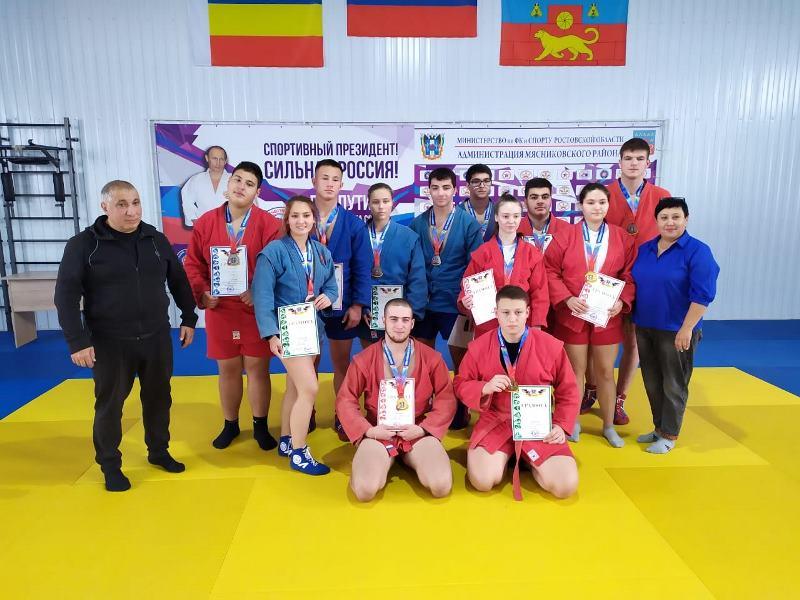 Новочеркасские самбисты стали победителями и призерами первенства Ростовской области